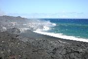 海に落ちる溶岩の壁紙